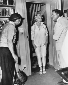 """Seven Year Itch, The""Dir. Billy  Wilder, Marilyn Monroe, Tom Ewell1955 / 20th Century Fox**R.C. - Image 9554_0032"