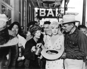 """""""Misfits, The""""Estelle Winwood, Marilyn Monroe, Clark Gable1961 / UA**R.C. - Image 9559_0017"""