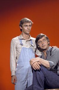 """The Waltons""Richard Thomas, Ralph Waite1976** H.L. - Image 9565_0020"