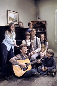 """The Waltons""Judy Norton-Taylor, Jon Walmsley, Kami Cotler, Eric Scott, Richard Thomas, Mary Beth McDonough, David W. Harpercirca 1975** H.L. - Image 9565_0033"