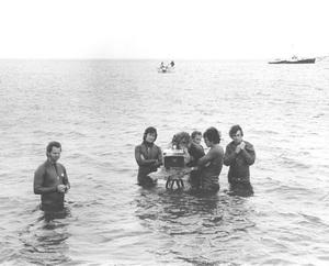 """""""Jaws""""Steven Speilberg and crew1974 Universal**I.V. - Image 9575_0026"""
