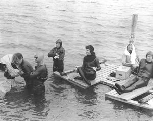 """""""Jaws""""Steven Speilberg and crew1974 Universal**I.V. - Image 9575_0032"""