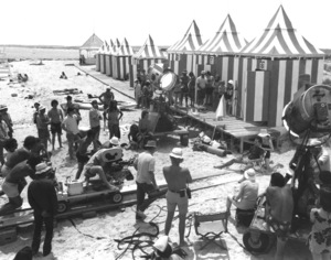 """""""Jaws""""Steven Speilberg with cast and crew1974 Universal**I.V. - Image 9575_0033"""