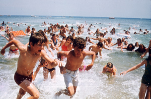 """""""Jaws""""Children running out of water1975 Universal Pictures - Image 9575_0048"""