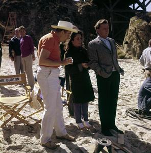 """The Sandpiper""Director Vincente Minnelli, Elizabeth Taylor, Richard Burton1965 MGM © 1978 Bernie Abramson - Image 9620_0008"