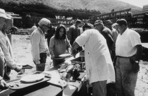 """Sandpiper""Elizabeth Taylor on location during lunch1965 MGM © 1978 Bernie AbramsonMPTV - Image 9620_0015"