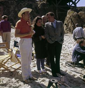 """The Sandpiper""Director Vincente Minnelli, Elizabeth Taylor, Richard Burton1965 MGM © 1978 Bernie Abramson - Image 9620_0029"