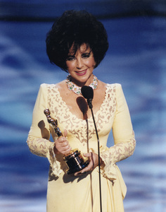 """Academy Awards: 65th Annual""Elizabeth TaylorHumanitarian Award Winner © 1993 AMPAS/LPIMPTV - Image 9677_0001"