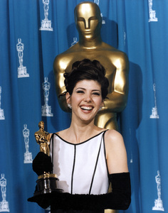 """""""Academy Awards: 65th Annual""""Marisa Tomei (Best Supporting Actor Winner).1993 © 1993 AMPAS/LPI - Image 9677_0015"""