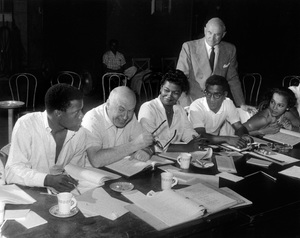 """Porgy and Bess""Sidney Poitier, director Otto Preminger, Pearl Bailey, producer Samuel Goldwyn, Sammy Davis Jr., Dorothy Dandridge1959 Samuel Goldwyn Company** I.V. - Image 9893_0019"