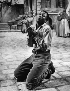 """Porgy and Bess""Sidney Poitier1959 Samuel Goldwyn Company © 1978 Al St. Hilaire - Image 9893_0035"
