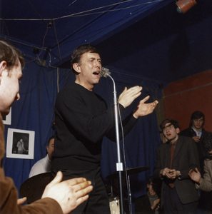 Mark Murphy, Red Lion, Cambridge1964Photo by Brian Foskett © National Jazz Archive - Image FOS_01474